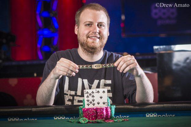 """Joe """"fanofdapoker"""" McKeehen Memenangkan Gelang Ketiga di 2020 WSOP Online $ 3.200 Roller Tinggi ($ 352.985)"""