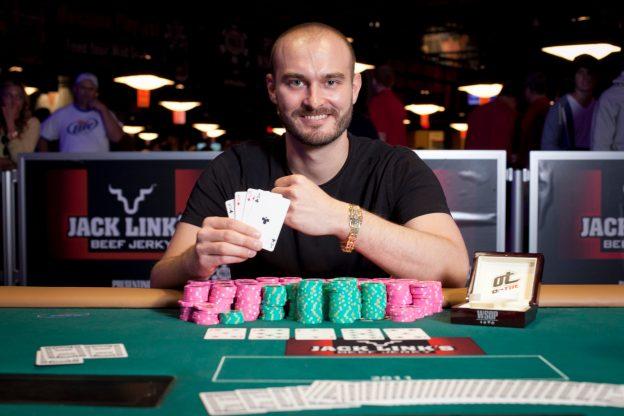 """Nick """"samadhi"""" Binger Menangkap Gelang ke-2 di Acara # 24: $ 400 NLH 8-Handed ($ 133,413)"""