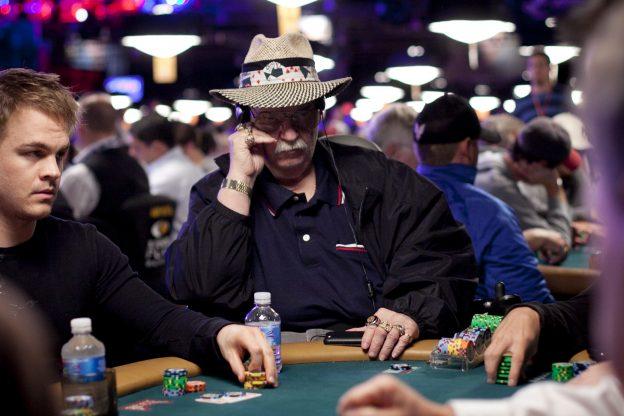 """Talbot Sirkuit Penggiling Sirkuit WSOP Bob """"Big Tex"""" Meninggal Dunia"""